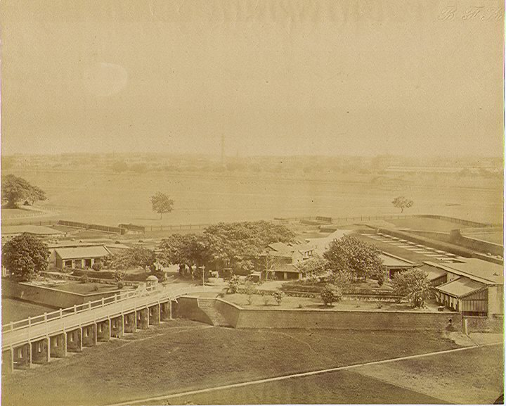 Chowringhee gate Fort William an albumen photo, 1880's