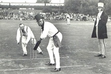BritishSailors playing eariestCricketIn India